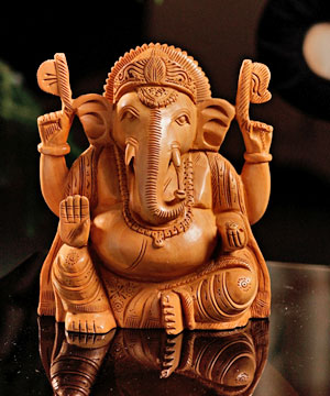 Wooden Idols-Skillfully Craved Wooden Ganesha