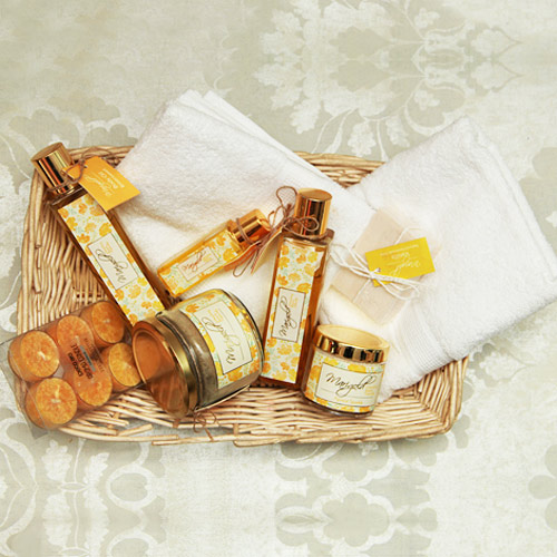 Beauty & Spa Hampers-Spa hamper basket with two hand towel