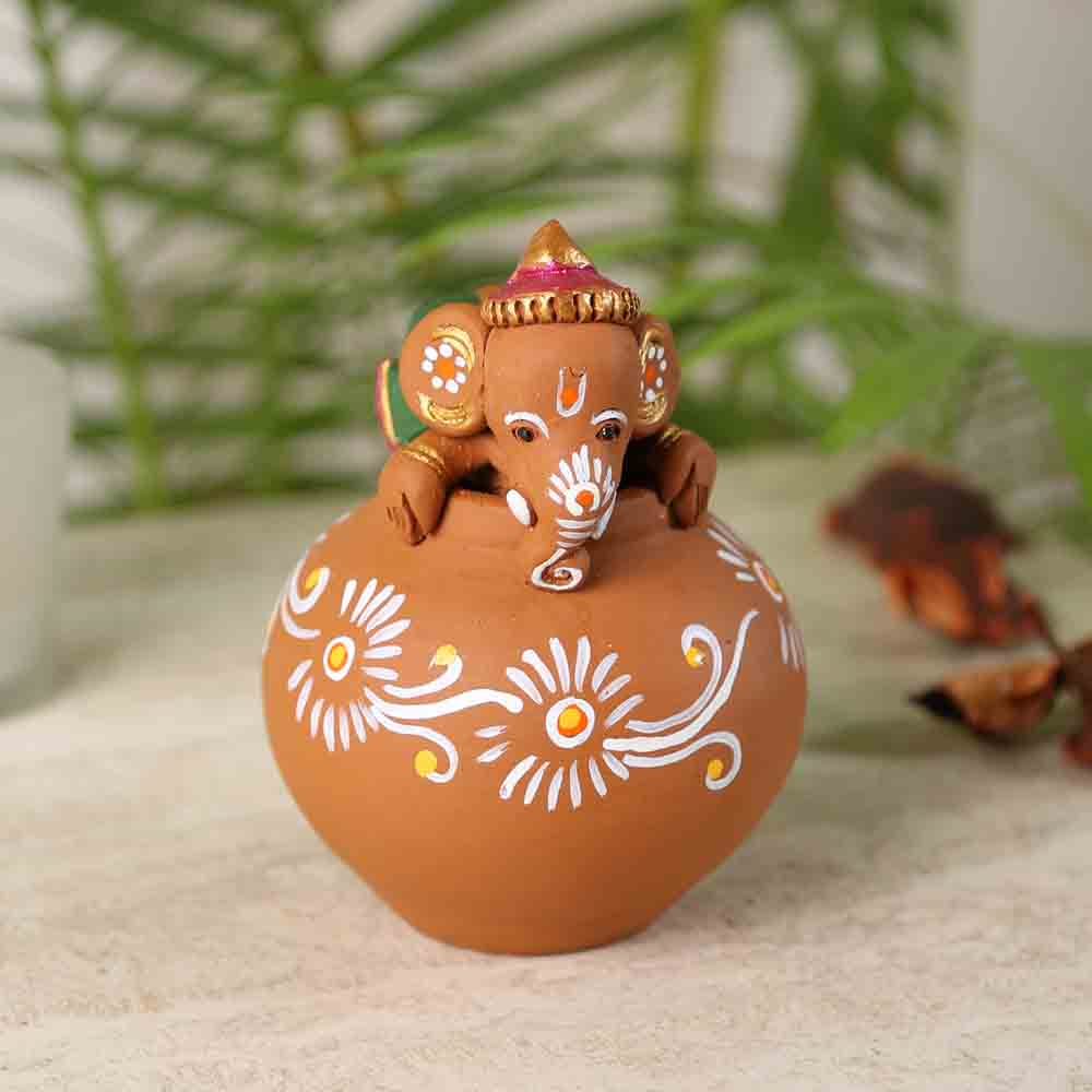 Terracotta Playing Showpiece with Traditional Print