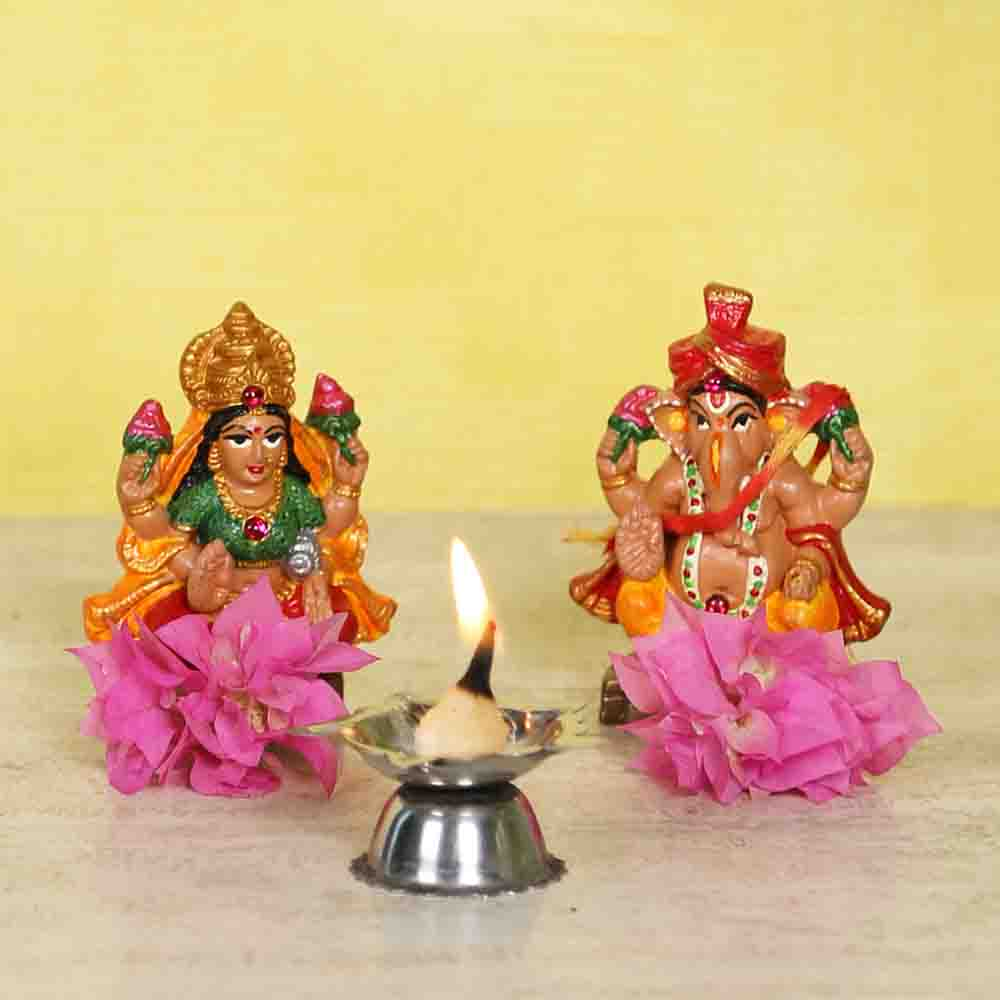Handpainted multicolour Laxmi Ganesh idol set