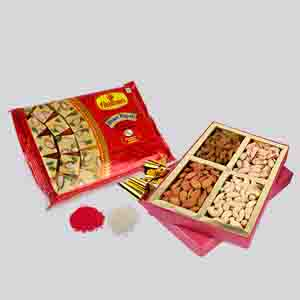 Floral Hampers-Bhai Dooj Assorted Dry Fruits with Soan Papdi