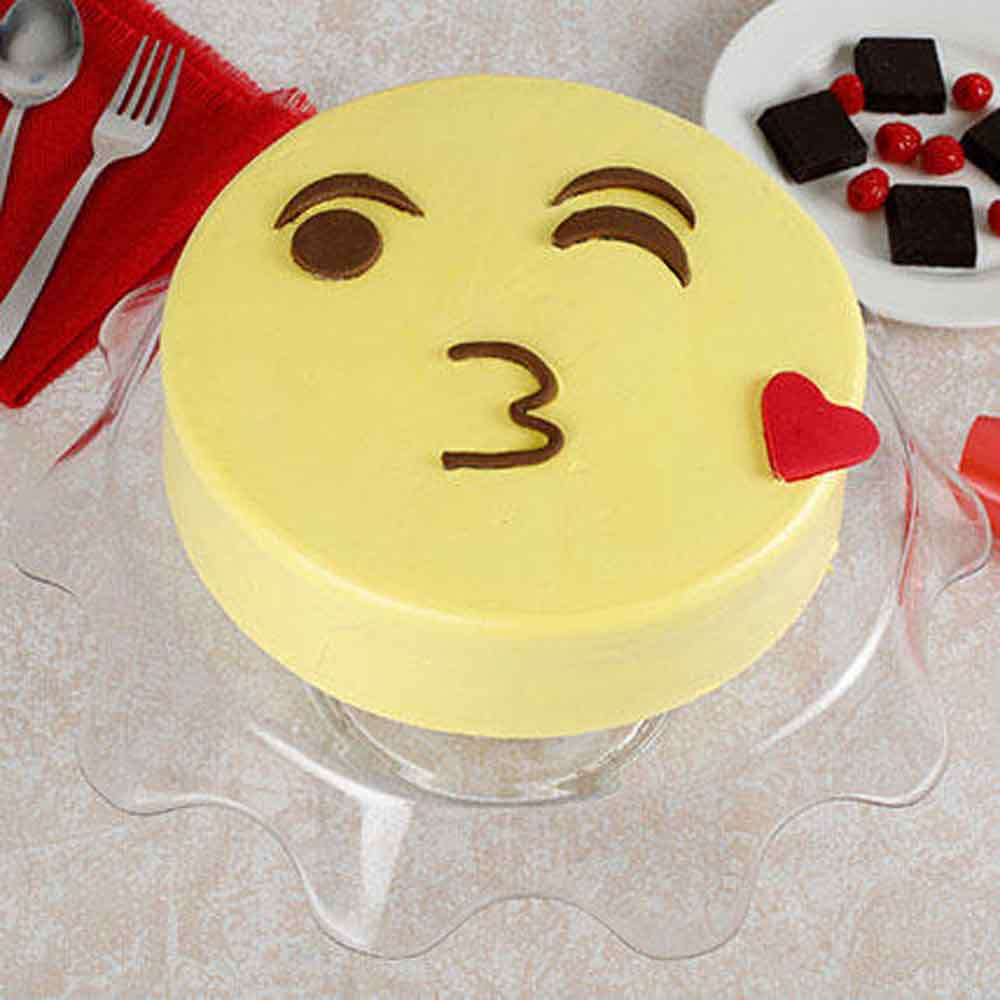 Cute Kiss Emoji Cream Cake