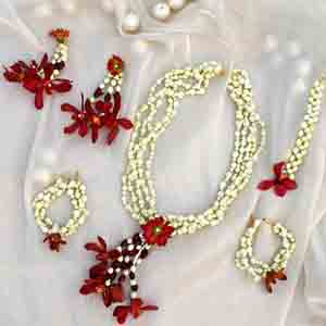 Designer Arrangements-Delicate Floral Jewelry Set