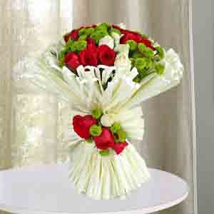Designer Arrangements-Charming Red N White Roses Bunch