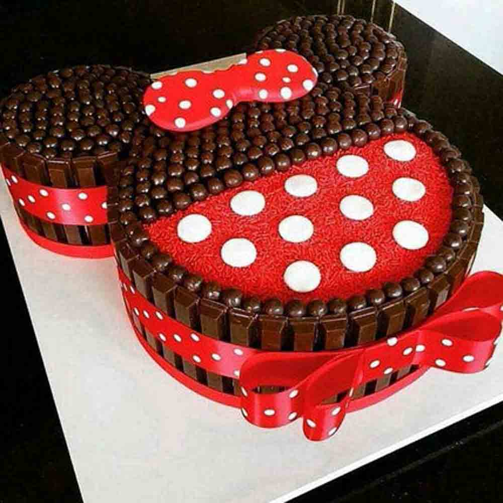 Minnie Mouse Kit Kat Cake 2kg