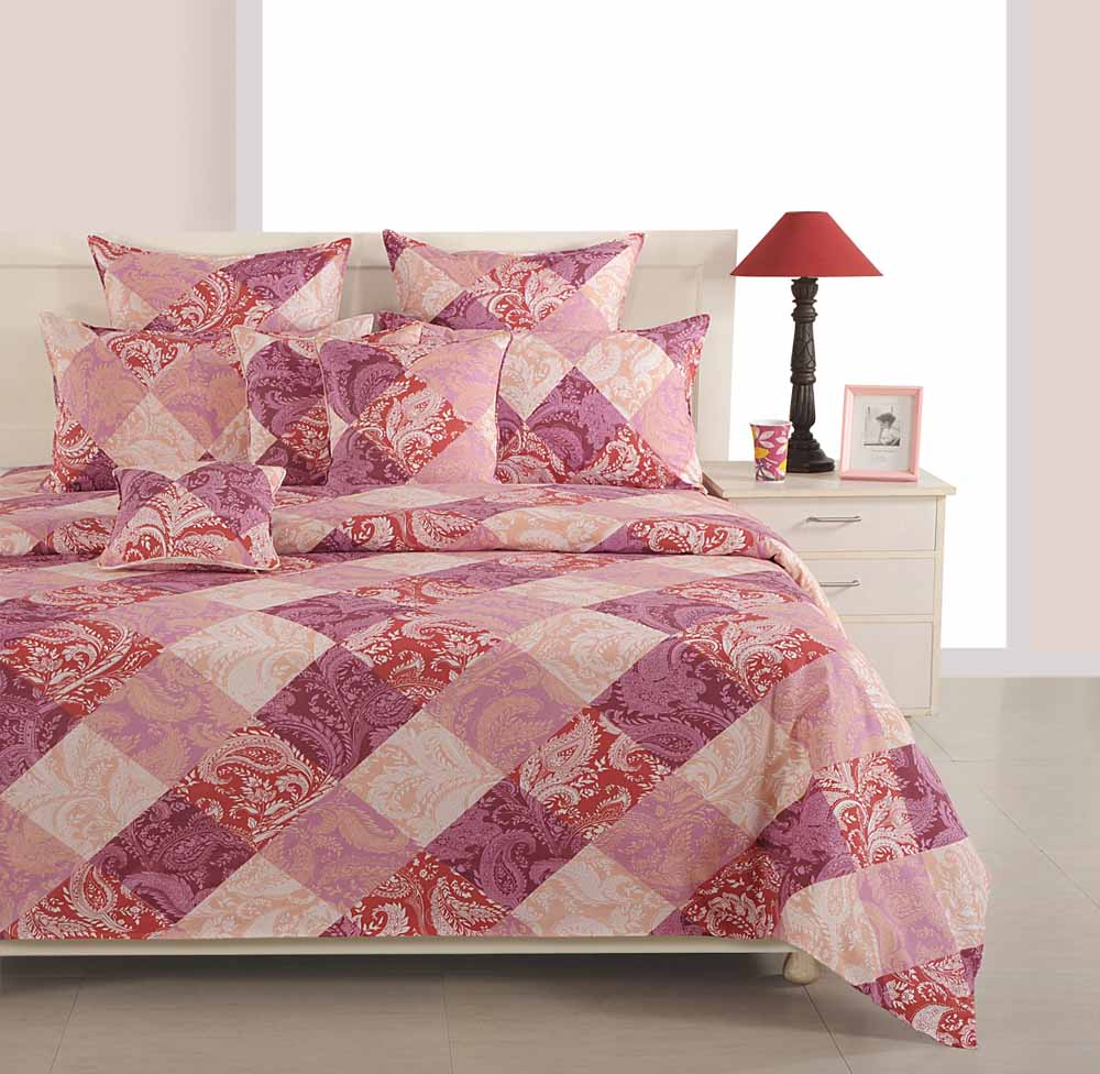 Swayam Magenta and Pink Colour Floral and Check Bed Sheet with Pillow Covers