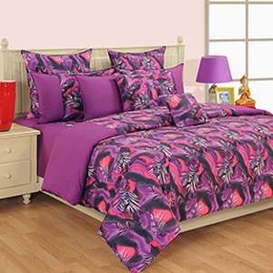 Swayam Magenta and Green Colour Leaf Pattern Bed Sheet with Pillow Covers