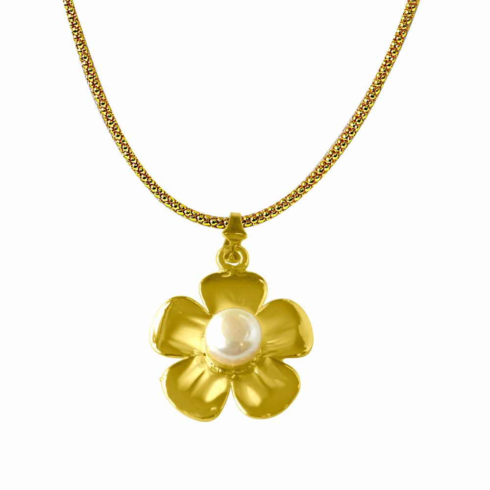 Pearl Pendants-Floral Shaped Real Big Button Pearl and Gold Plated Pendant with Chain