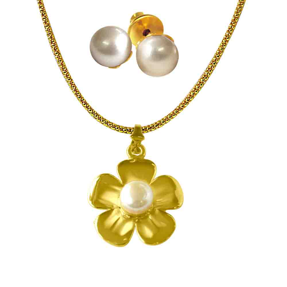 Flower shaped Pearl & Gold Plated Pendant
