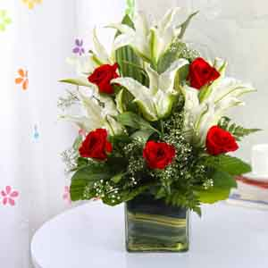 Fresh Flowers-Red and White Flower Glass Vase for Mom