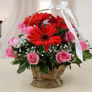 Fresh Flowers-Mothers Day Arrangement of Mix Red and Pink Flowers