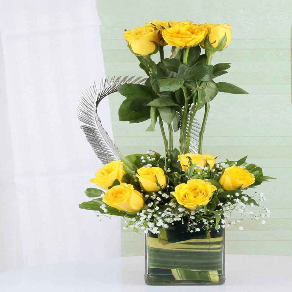 Moms Day Special Yellow Roses in Vase