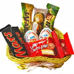 Chocolate Hampers-Little Heart Chocolate Basket