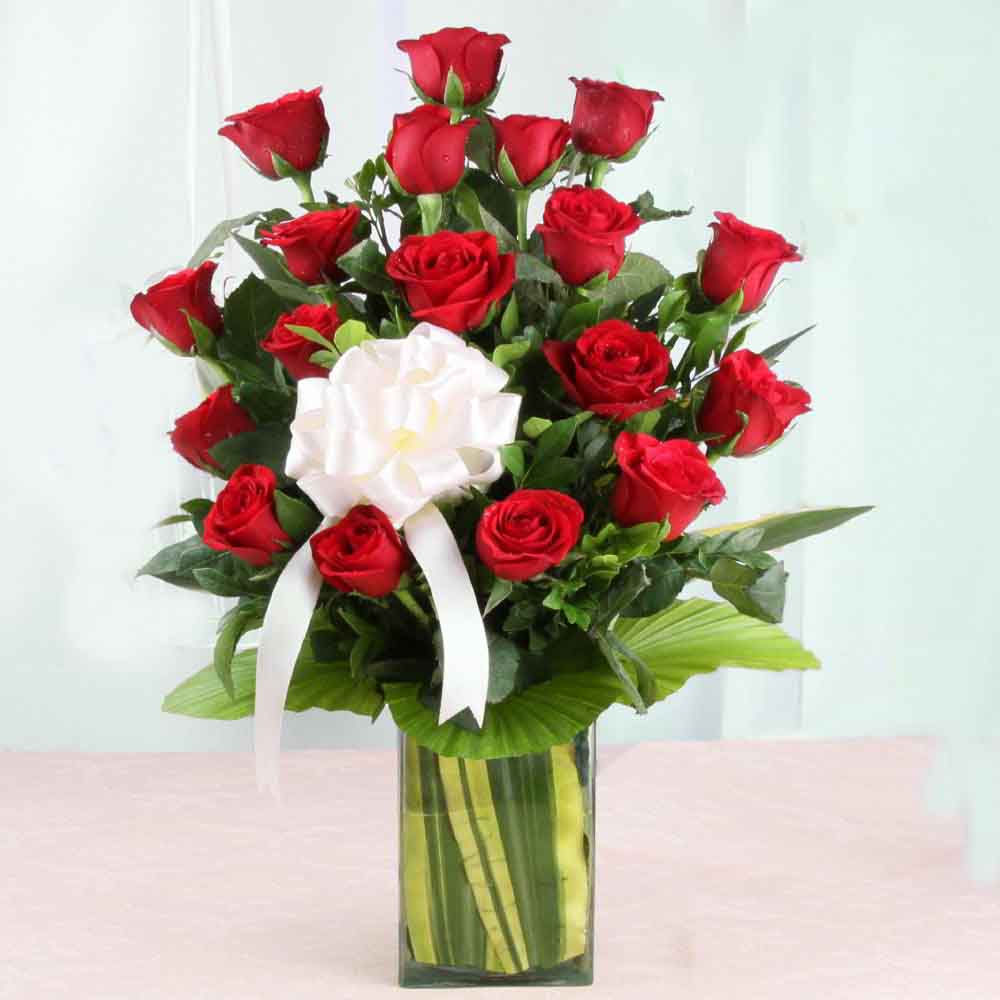 Fresh Flowers-Vase Arrangement of Red Roses