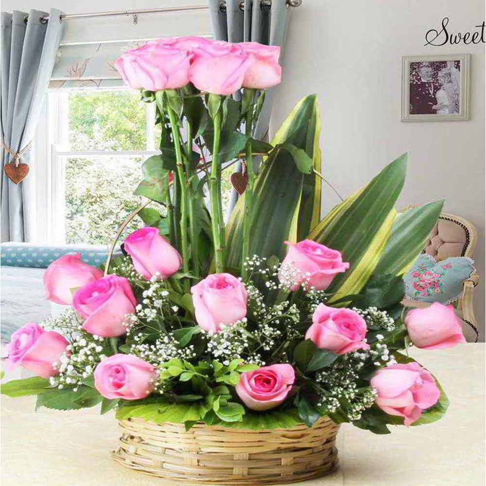 Lovely Pink Roses Arrangement For Valentine Gift