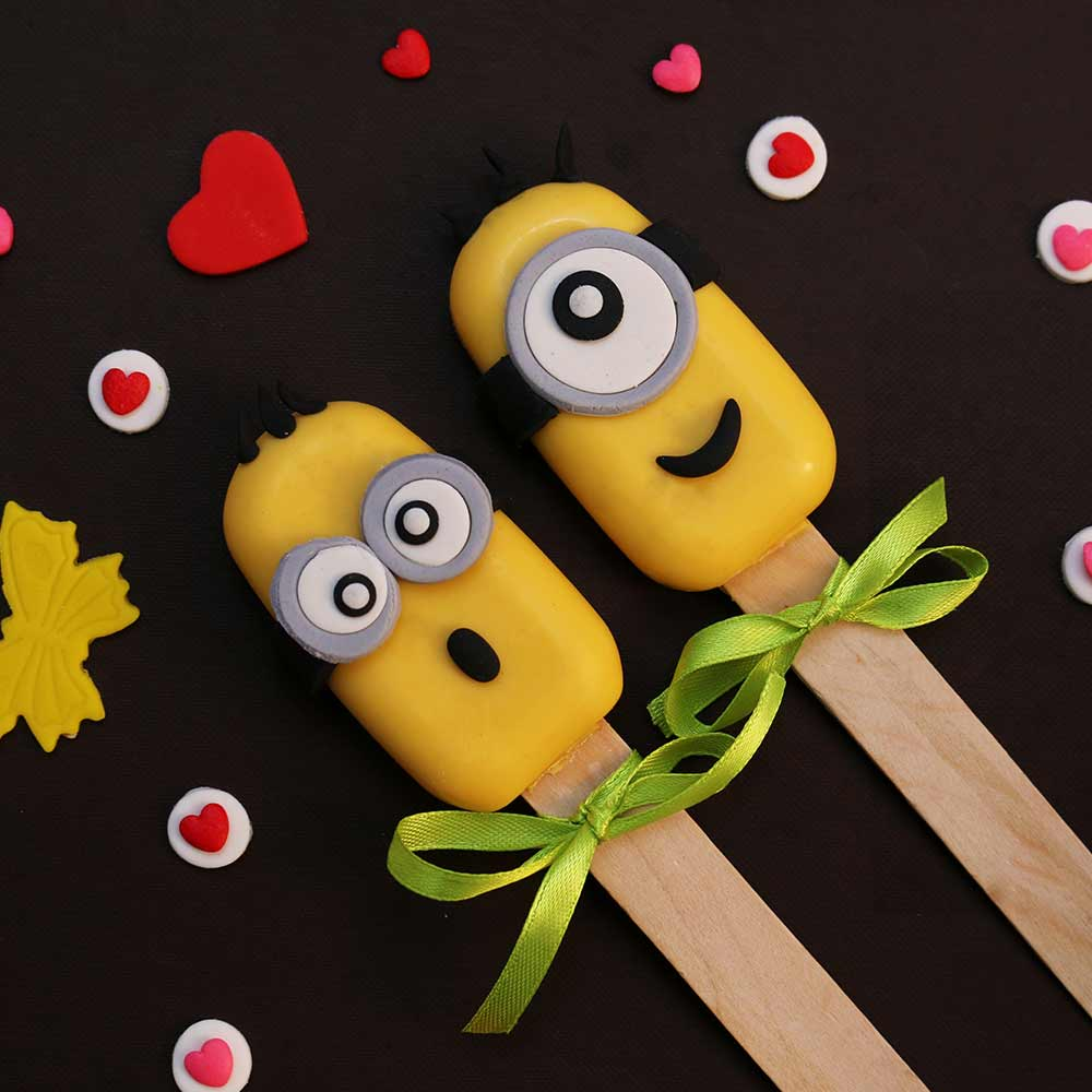 Cute Minions Cakesicles